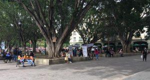 Alta concentración de personas en zócalo de Oaxaca pese a incremento de contagios por Covid