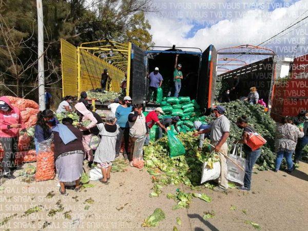 Productores poblanos dan la mano a oaxaqueños regalando sus cosechas