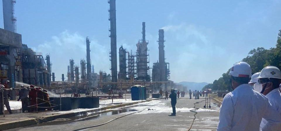 Controladas explosiones en refinería de Salina Cruz