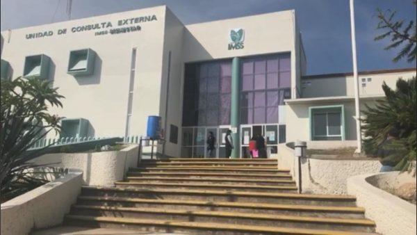 Trabajadores del IMSS en Huajuapan permanecerán en paro tras posible brote de covid
