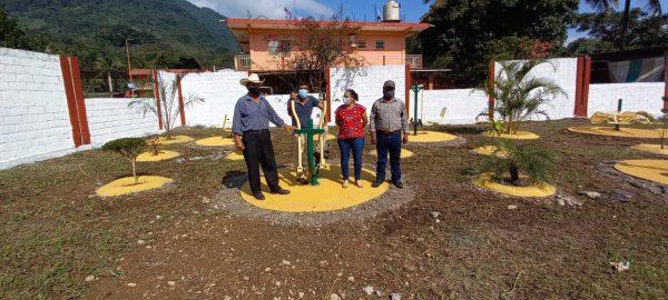 Por alianza entre el Ejido e ICAPET, Jacatepec cuenta con gimnasio al aire libre en unidad deportiva