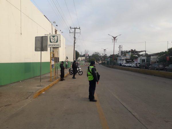 Retiran ambulantes ubicados afuera del IMSS en Tuxtepec
