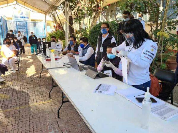 Logra Oaxaca 100% de aplicación de vacuna de Pfizer-BioNTech al personal sanitario en la primera fase