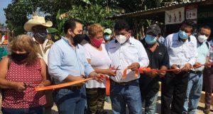 Entrega edil de Tuxtepec, obra de pavimentación hidráulica en la colonia Santa Cruz