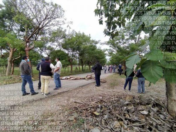 Ejidatarios de Tuxtepec, se disputan tierras; bloquean carretera a San Bartolo