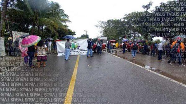 Por proyecto estancado de CONAGUA, CODECI A.R. bloquea carretera a Oaxaca