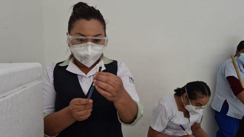 Vacunado contra el covid, un 98% del personal del Hospital de Tuxtepec