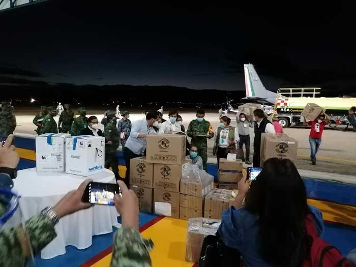 Arriba a Oaxaca primer lote de vacunas contra COVID-19