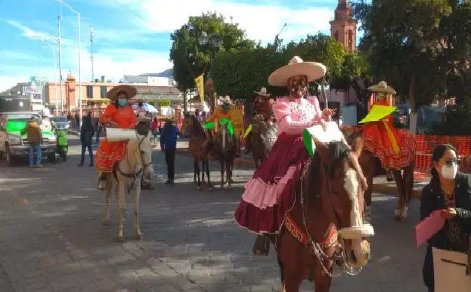 Charros protestan en Huajuapan, piden que no se privatice el lienzo charro