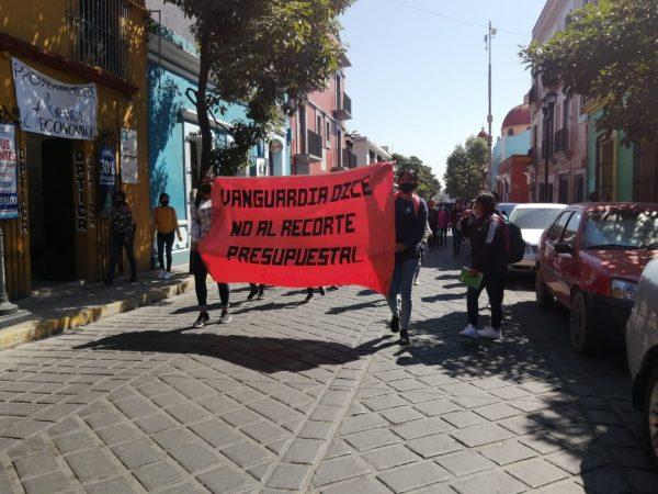Normalistas de Tamazulápam marchan en Oaxaca, se oponen a recorte presupuestal