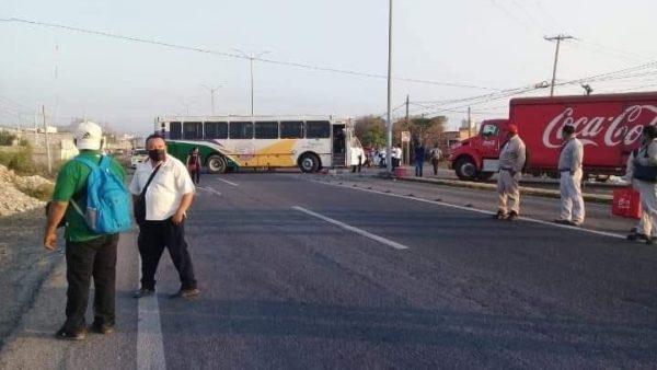 Por tercer día consecutivo habitantes de San Juan Mazatlán mantienen bloqueo en el Istmo