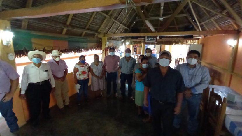 Revientan pobladores de Rancho Alegre Jacatepec contra su agente de policía