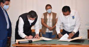 Signan convenio SSO-UABJO para resguardo de vacunas de Pfizer-BioNTech