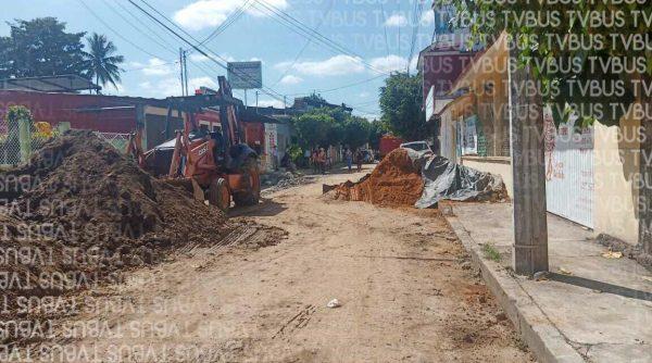Tuxtepecanos exigen orden en obra estatal de agua en el centro de la ciudad