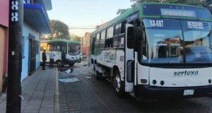 Por pelearse el pasaje, chocan dos autobuses en centro de Oaxaca