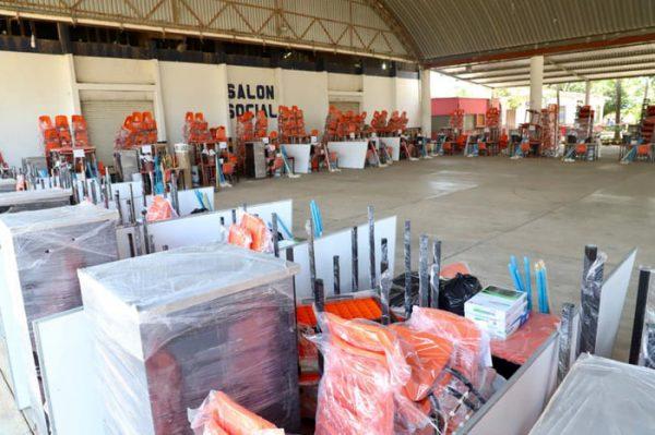 La educación no se detiene; entrega IEEPO mobiliario a 43 escuelas de la Cuenca y Bajo Mixe