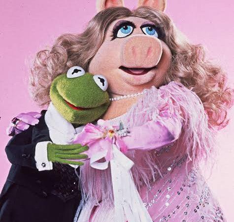 "Usuarios de redes sociales piden cancelar a ""Miss Peggy"" de los Muppets"