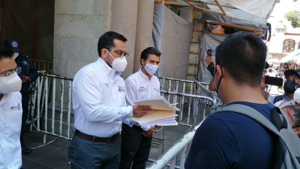 Normalistas entregan pliego de demandas al gobierno del estado