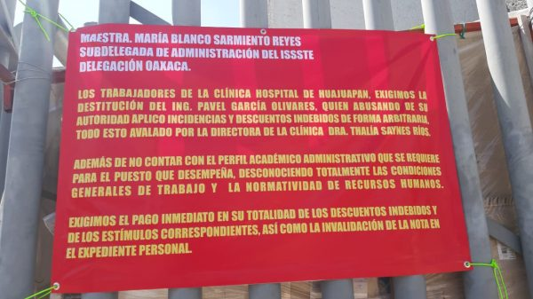 Trabajadores de base piden la destitución de la directora de la Clínica ISSSTE en Huajuapan