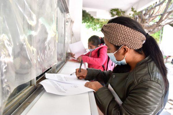 Entrega IEEPO becas a 400 jóvenes de la Estrategia Nacional de Iniciación a la Docencia en el Medio Indígena