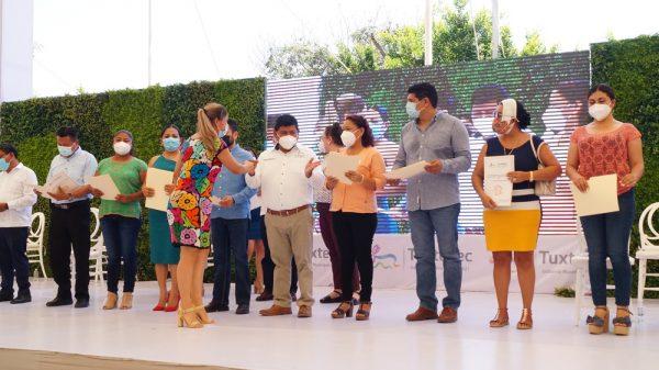 Gobierno de Tuxtepec entrega escrituras mediante el programa de Regularización y Tenencia de la Tierra