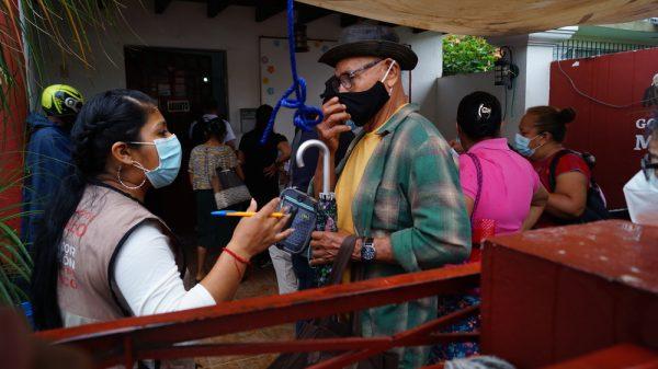 Hermetismo de la Secretaria de Bienestar causa desconcierto por Vacunación covid en Tuxtepec