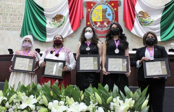 Con premio a oaxaqueñas destacadas, LXIV Legislatura refrenda trabajo a favor de las mujeres