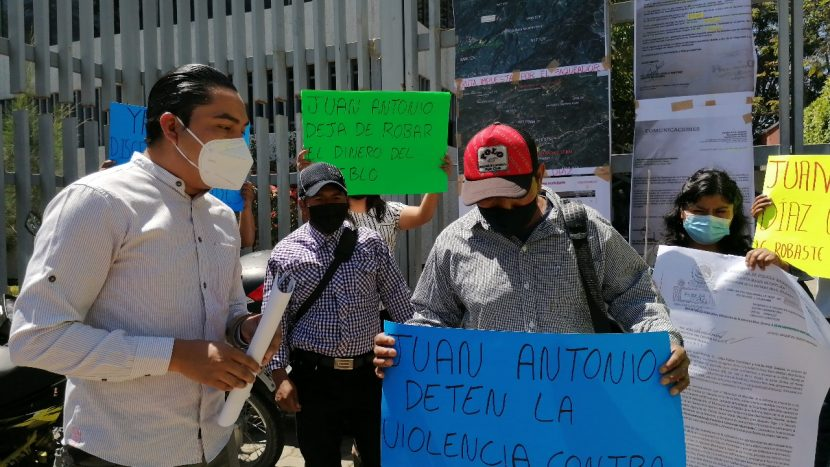 Habitantes de Mixistlán piden auditoría a autoridades municipales, las señalan de desvío de recursos