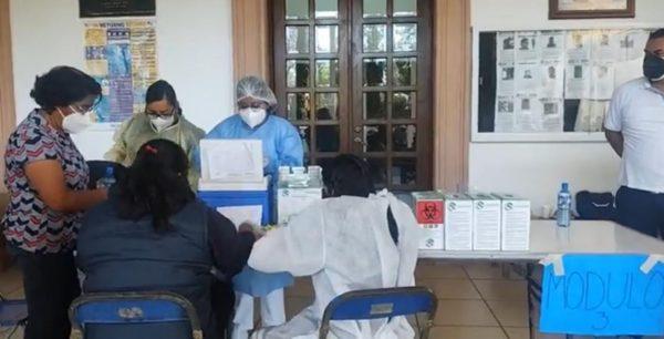 Inicia vacunación contra el Covid en San Lorenzo Cacaotepec
