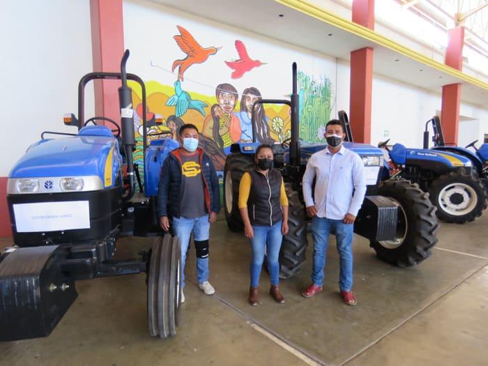 Entrega Sedapa apoyos del programa Mecanización Agropecuaria