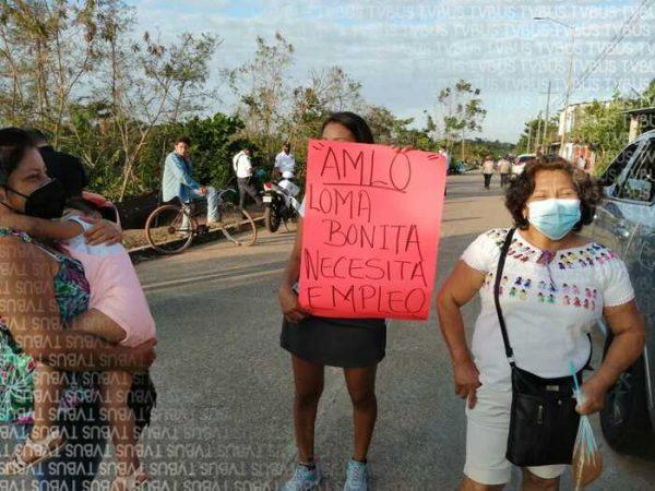 """Visita de """"pisa y corre"""" de AMLO en Loma Bonita, impide que habitantes expresen de frente sus peticiones"""