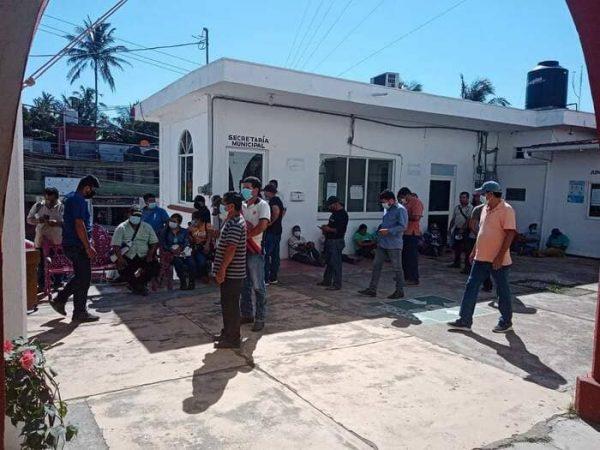 Por conflictos entre Morena y UCIZONI, secuestran y retienen a 27 personas, hay un herido