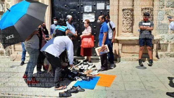 DIF de Oaxaca entrega zapatos de mala calidad, denuncian padres de familia