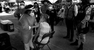 Pendientes y sin fecha para vacunar a adultos mayores de 5 municipios en la Cuenca: Bienestar