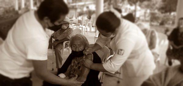 Adultos mayores de la Cuenca piden al gobierno federal, quitar apoyo a quien no se quiera vacunar