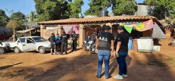 Ejecuta Fiscalía General cateo en la Costa; asegura droga y detiene a una mujer