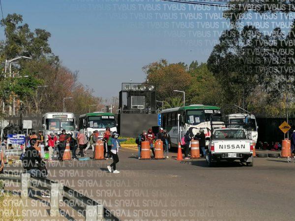 Cumple 3 días bloqueo de normalistas al aeropuerto de Oaxaca