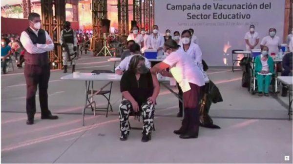 Adelantan vacunación a maestros en Oaxaca, se aplicaron solo 200 dosis