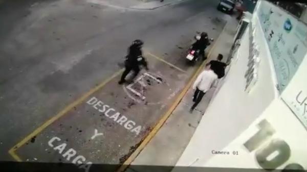 Denuncian ataque armado de policía capitalina a dos jóvenes