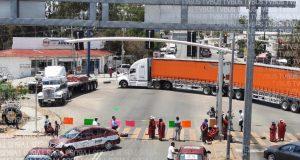 MULTI bloquea crucero de Hacienda Blanca en Oaxaca, exigen cumplimiento de acuerdos