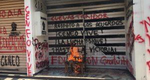 Normalistas vandalizan y causan destrozos en oficinas del IEEPO