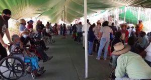 Vacunas llegaron a Cuilápam al filo del medio día, citaron a adultos mayores a las nueve de la mañana