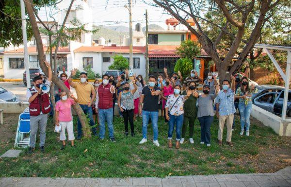 Se reúne Luis Sosa Castillo con habitantes de Santa Cruz Amilpas
