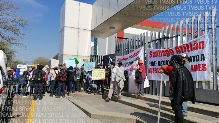Habitantes de Atitlán toman sede del Congreso Oaxaca, exigen reconocimiento de autoridades