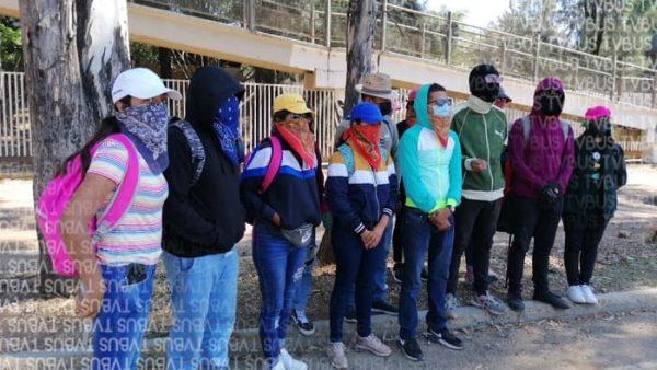Con supuesta falta de atención, normalistas justifican actos vandálicos y bloqueos en Oaxaca
