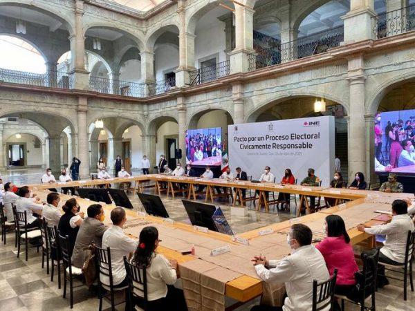 """Firman IEEPCO, INE y Gobierno de Oaxaca """"Pacto por un proceso electoral cívicamente responsable"""""""