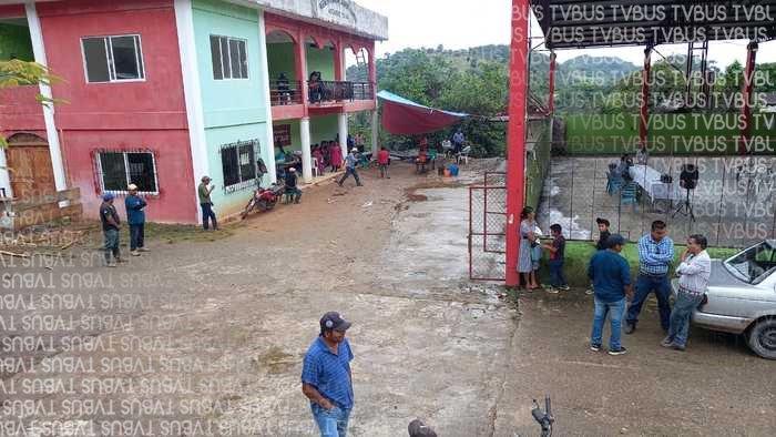 Continúan retenidos funcionarios de Ayotzintepec, cumplen 4 días