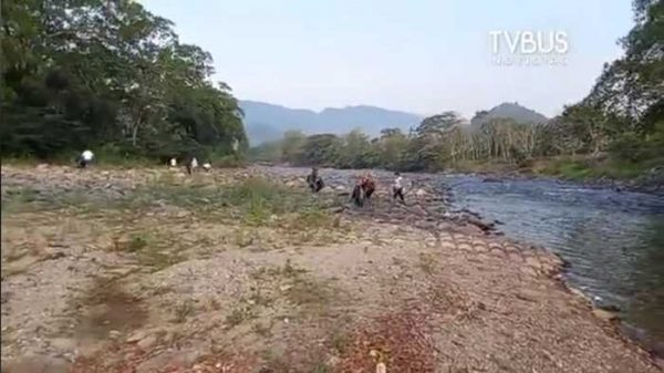 Realizan campaña para retirar basura en rio de Valle Nacional