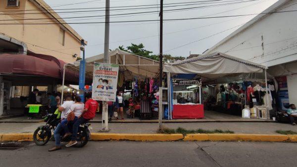 """""""Tianguis"""" de comerciantes tuxtepecanos en Malecón Paso Real es temporal"""