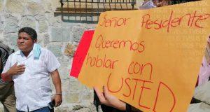 Continúan ex trabajadores del municipio de Oaxaca de Juárez exigiendo pago de salarios